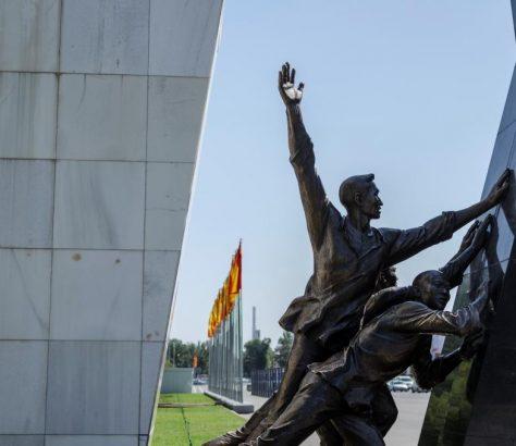 Kirghizstan Bichkek Monument aux morts révolutions 2005 2010