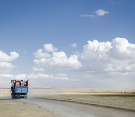 Son Koul Nomades Kirghizstan Camion Yourtes