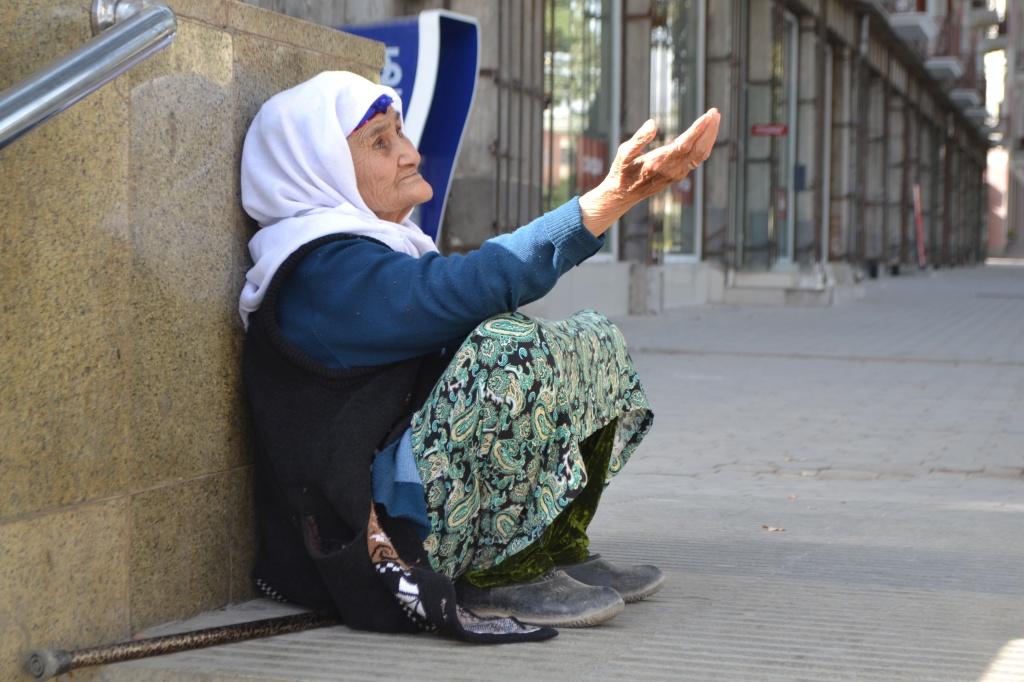 Latofat Mendiant Tadjikistan Douchanbé