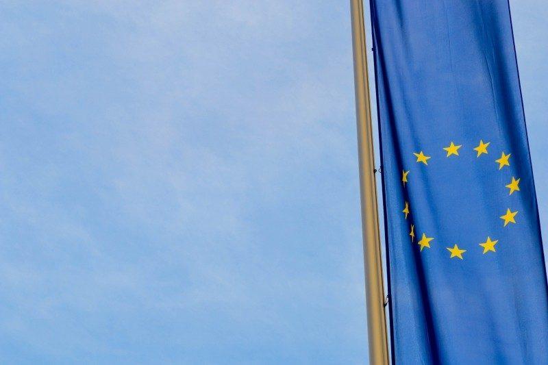 Une photo du drapeau européen