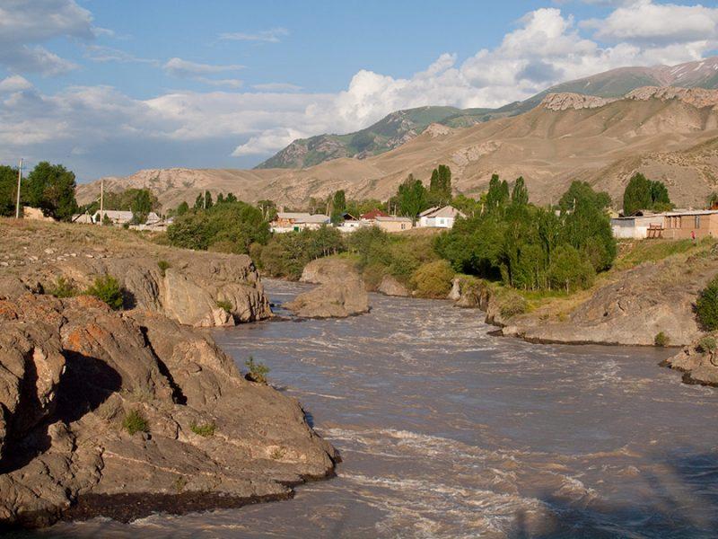 Fleuve Naryn Kirghizstan Barrage Economie Energie