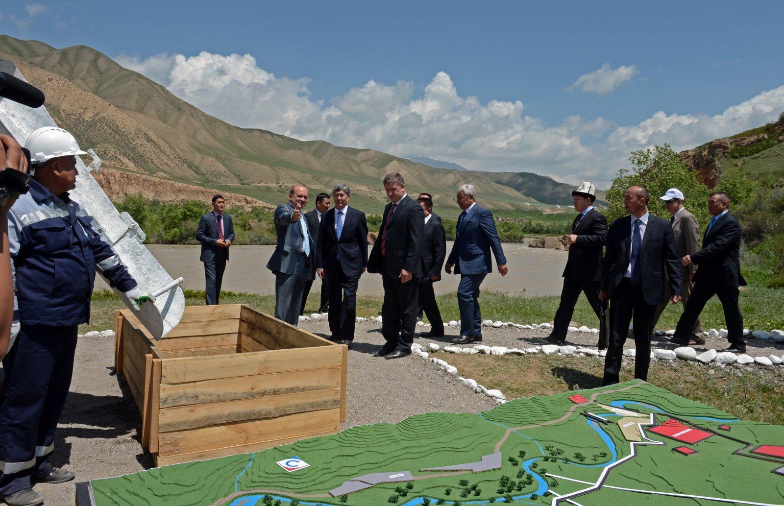 Almazbek Atambaïev Kirghizstan Kambarara-1 Barrage Energie