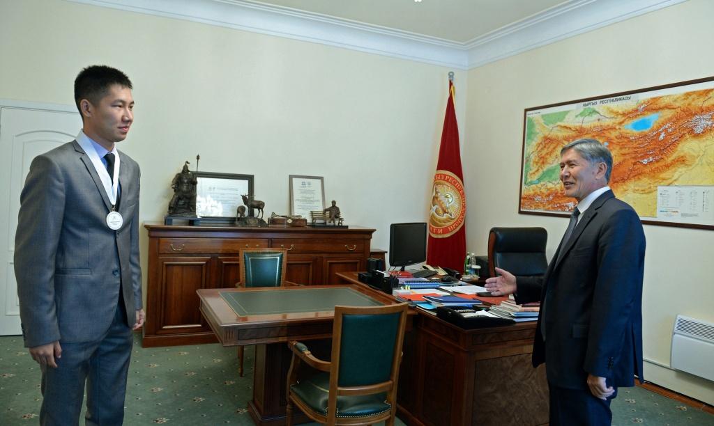 Echecs Sport Jeu Almazbek Atambaïev Kirghizstan Semeteï Tologon Tegin