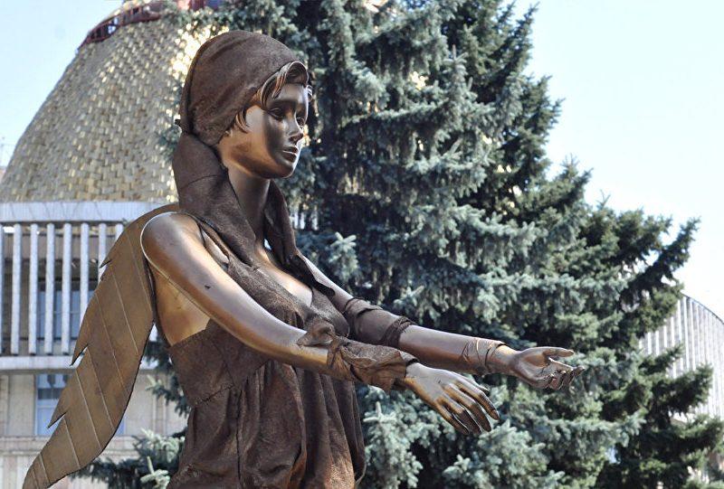 Statue Hommage Victimes Violences Almaty