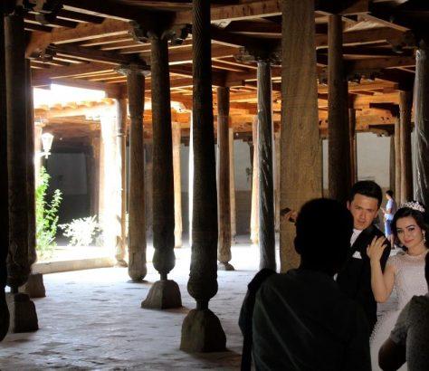 Mariage Khiva Ouzbékistan Colonnes Mosquée Juma