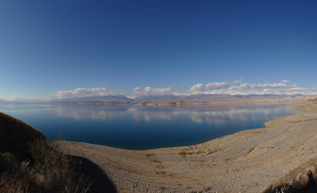 Réservoir de Toktogul, fleuve Naryn, Kirghizistan