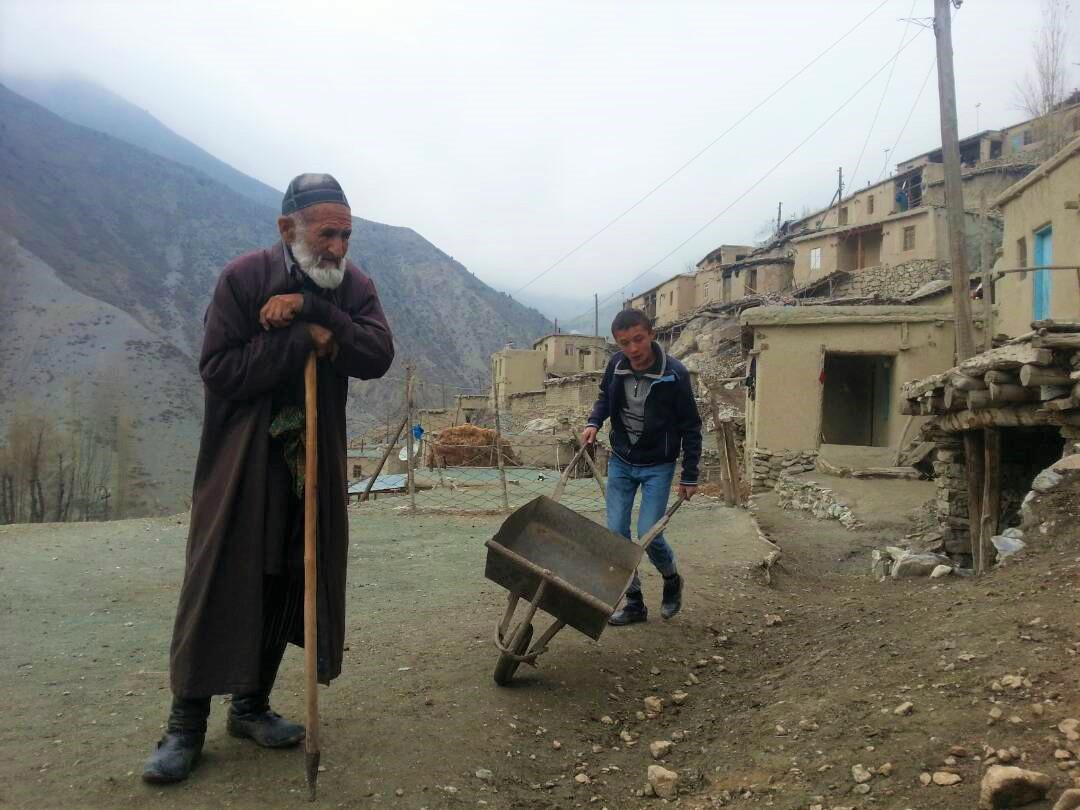 Voru Tadjikistan Village Montagne Pauvreté Imam Enfant