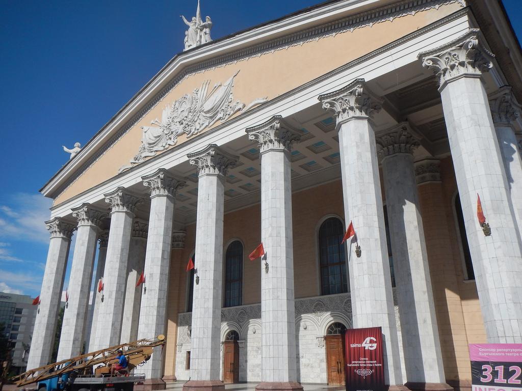 Façade Opéra Bichkek rénovation