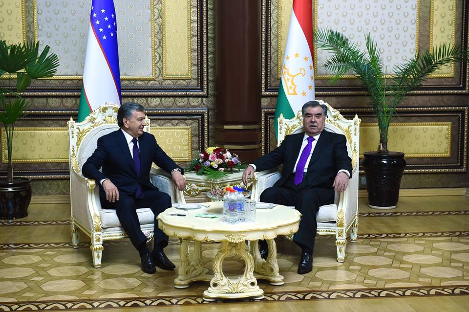 Chavkat Mirzioïev Emomalii Rahmon Visite Douchanbé Tadjikistan Tarmac Accord Réunion