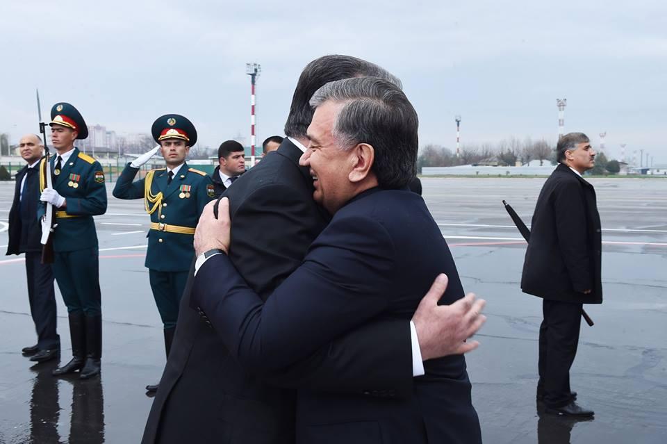 Chavkat Mirzioïev Emomalii Rahmon Visite Douchanbé Tadjikistan Tarmac Aéroport Accolade