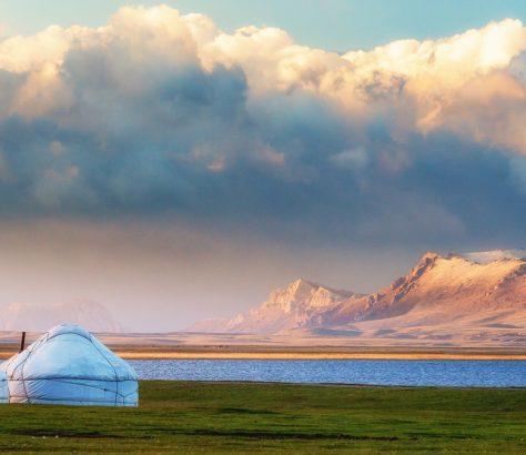 Yourte Kirghizstan Montagne Lac Environnement