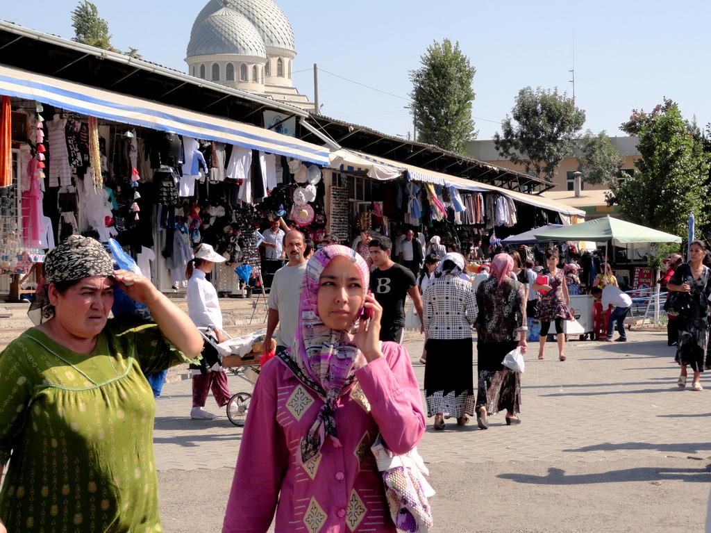 Marché Bazar Tachkent Ouzbékistan Femme Rose Robe