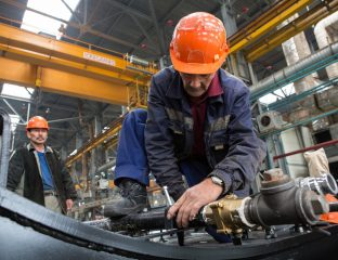 Travailleur Usine Locomotives Astana