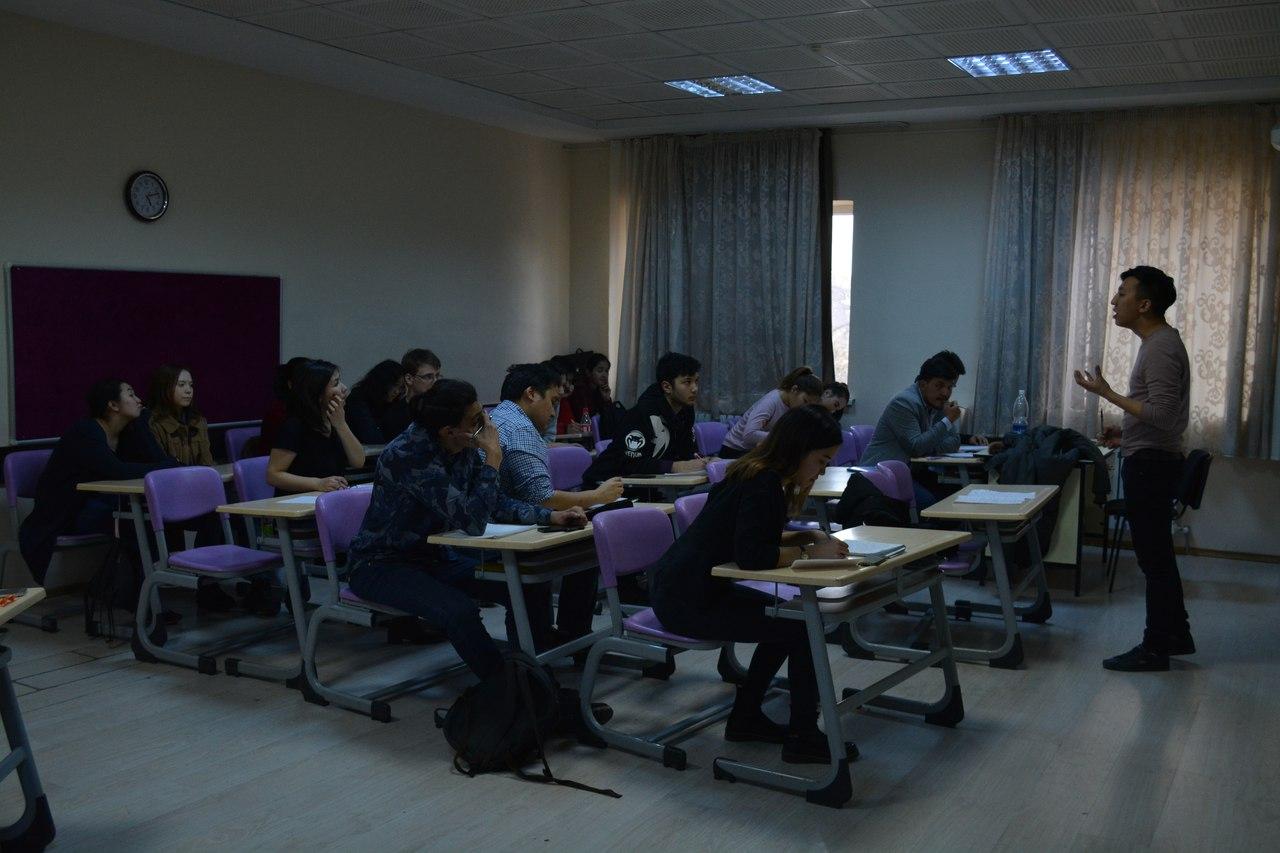 Participants Tournoi Salle Classe Secondaire Débats