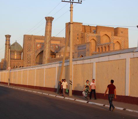 La face cachée du Registan à Samarcande : derrière les murs