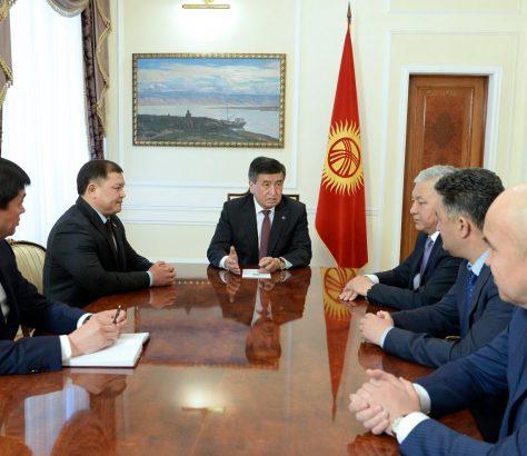 Président Kirghizstan Sooronbaï Jeenbekov Rencontre Chefs Paris Parlement