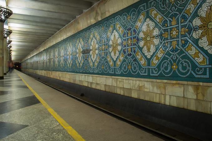 Station Métro Pakhtakor