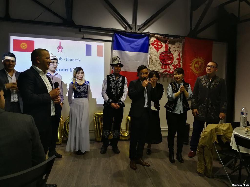Kirghizstan Kirghiz France KyrghyzClub Fête Norouz Nouvel an Vêtements traditionnels