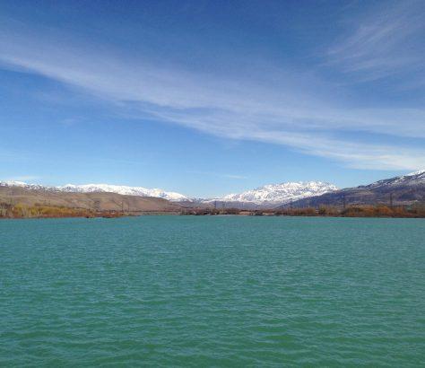 Réservoir sur la rivière Chirchik en Ouzbékistan