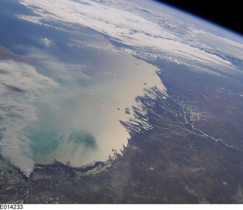 kazakhstan mer caspienne ciel satellite nuage côtes