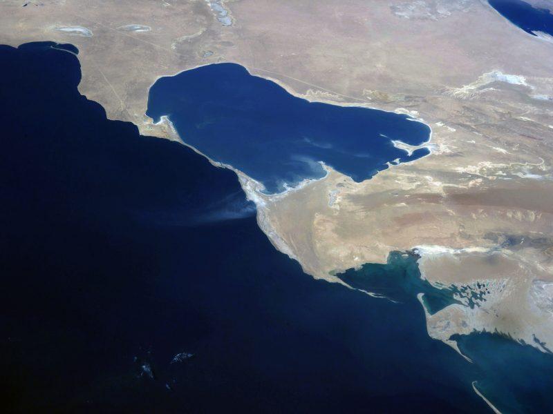 Vue satellite mer Caspienne littoral côtes