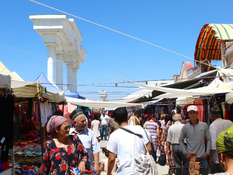 Un bazar dans la région de Samarcande en Ouzbékistan. Symbole de l'activité économique du pays.