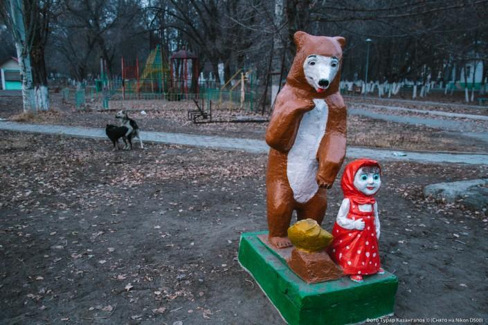 Jarkent Kazakhstan Ville Frontière Chine Jardin d'enfants statue