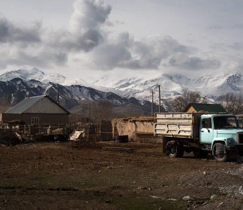 jardins kirghizes cimetière-musée d'anciennes gloires automobiles soviétiques.