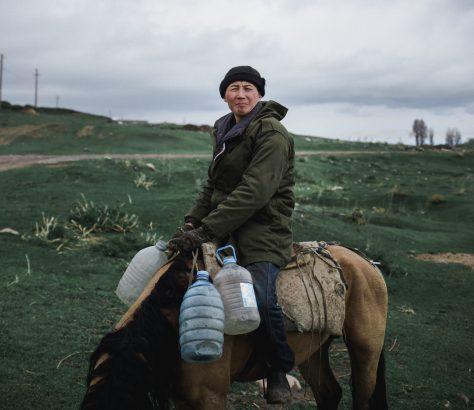 Kirghizstan Portrait Cheval Eau
