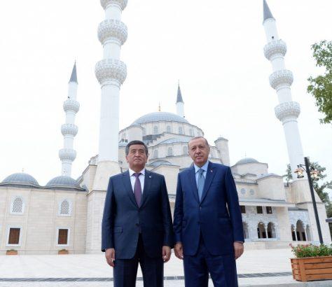Président Sooronbaï Jeenbekov Homologue Recep Tayyip Erdogan Bichkek Inauguration Mosquée Septembre