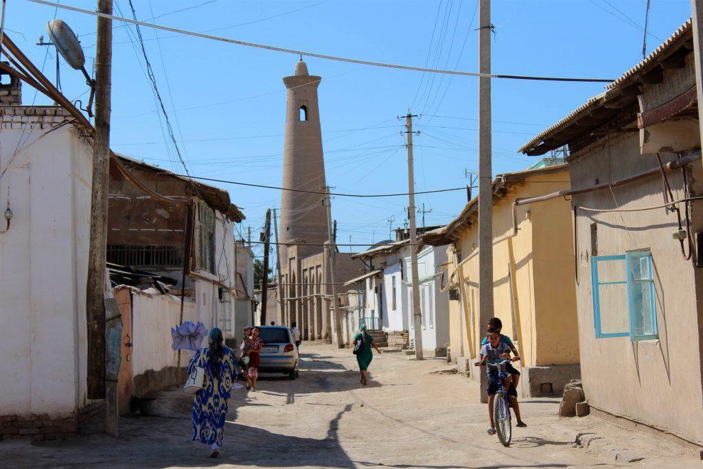 Dans une rue de Khiva, l'ancienne capitale d'un des trois Etats qui composaient l'Ouzbékistan au début du 20ème siècle