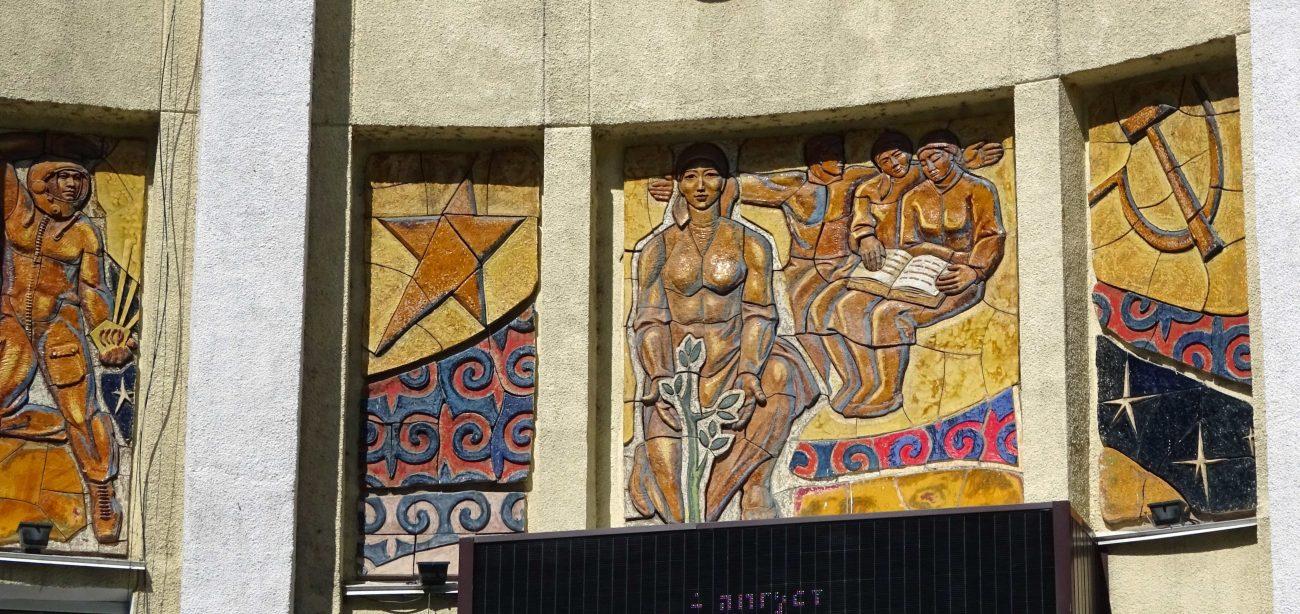 Des détails du cinéma Ala-Too, le plus vieux de Bichkek.