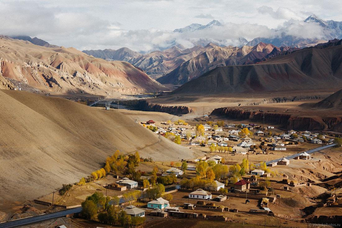 Kirghizstan Pamir Montagne Reportage Paysages Route Asphalte Sary Tach Och Village