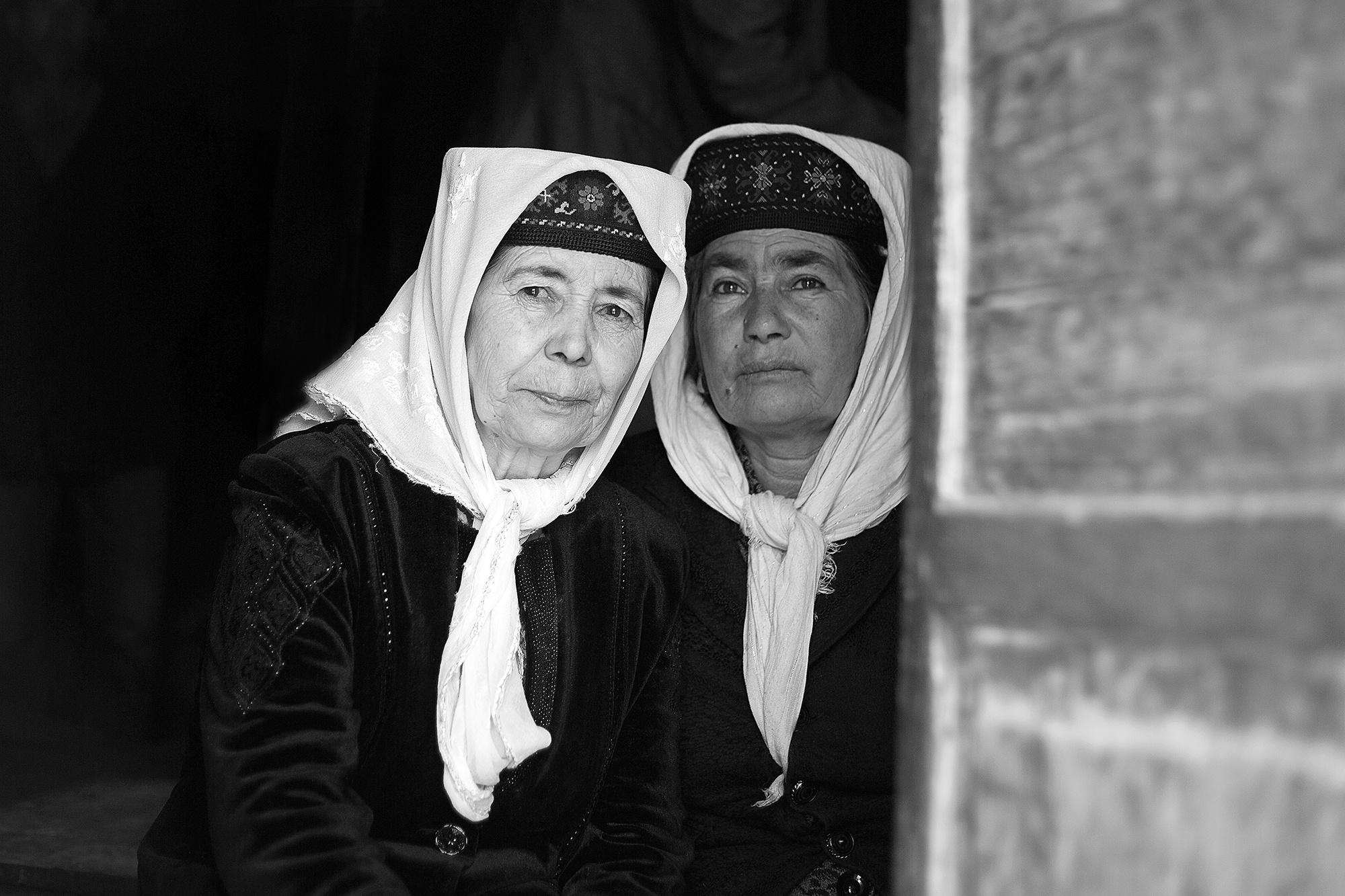 Xinjiang Région ouïghoure Maxime Crozet Identité Chine Tadjikes Femmes