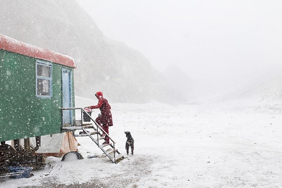 A la mi-septembre, l'hiver s'installe dans la steppe entre le Kirghizstan et la Chine.