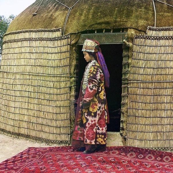 Asie centrale XXème siècle 1910 Voyage Sergueï Prokoudine-Gorski Empire russe Photographie Ouzbékistan Femme Yourte