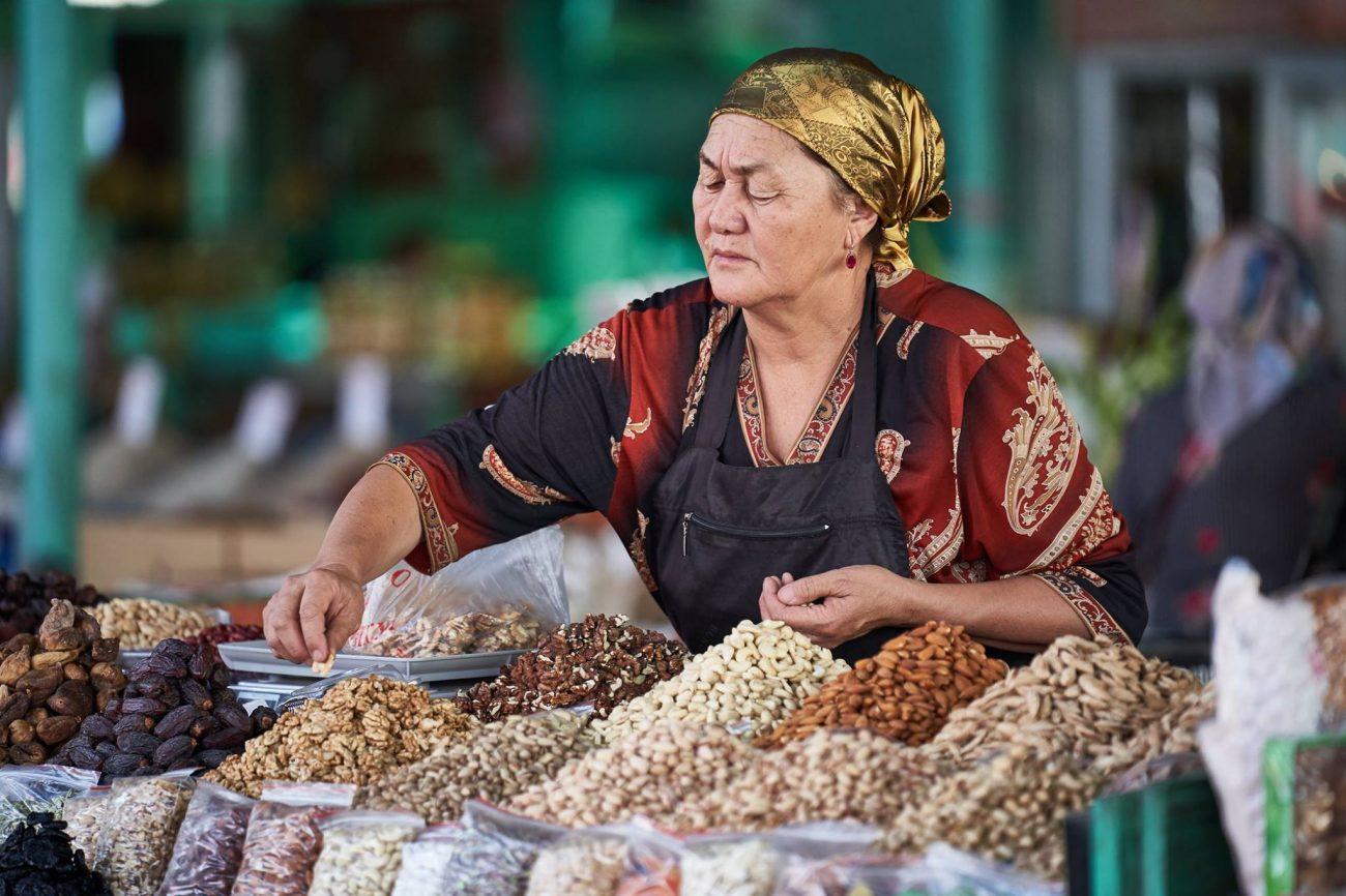 Travail manuel bazaar Kirghizstan Batken Vallée du Ferghana