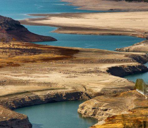 La rivière Chatkal en Ouzbekistan