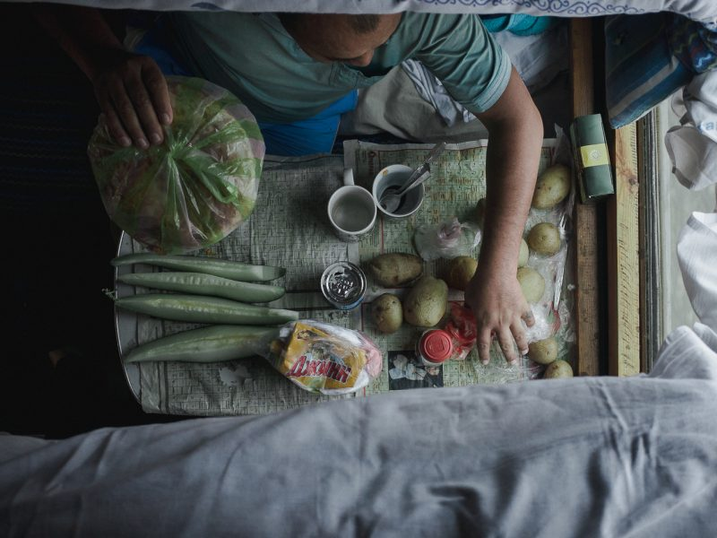 Déjeuner Train Kazakhstan Photo du Jour Tien Tran