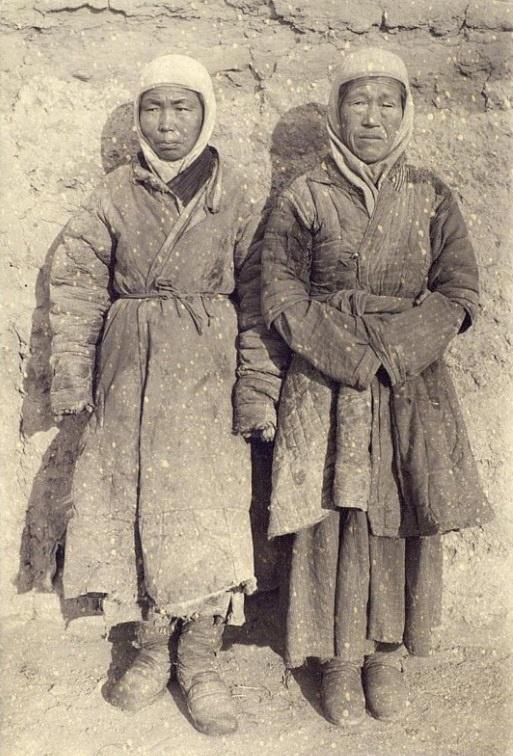 Femmes Portrait Semiretchensk Kazakhs Kazakhstan XIXème XXème siècle 19ème 20ème Photographies Histoire Société