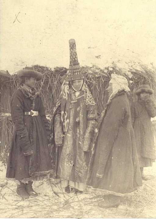 Mariage Semiretchensk Portrait Chapeau Saukele Kazakhs Kazakhstan XIXème XXème siècle 19ème 20ème Photographies Histoire Société