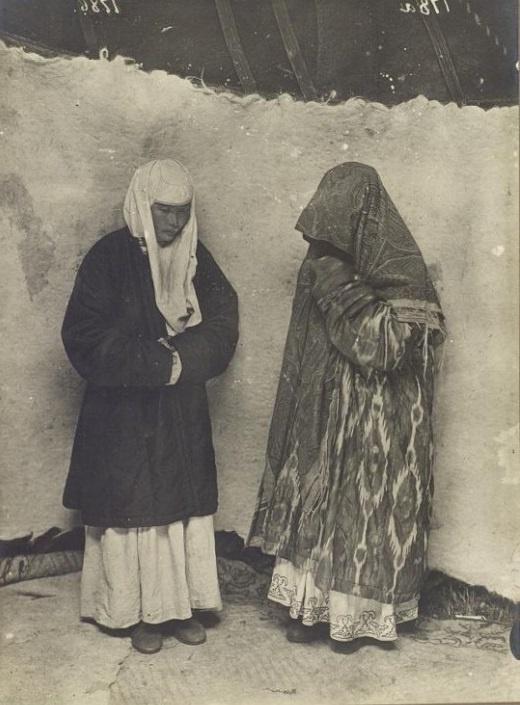 Kazakhs Femmes Habits traditionnels Kazakhstan XIXème XXème siècle 19ème 20ème Photographies Histoire Société