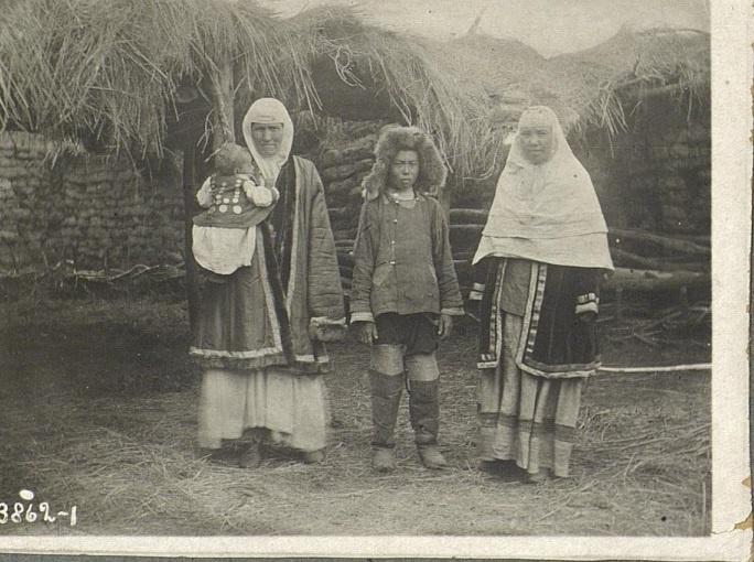 Kazakhs Pavlodar Portrait Femmes Kazakhstan XIXème XXème siècle 19ème 20ème Photographies Histoire Société