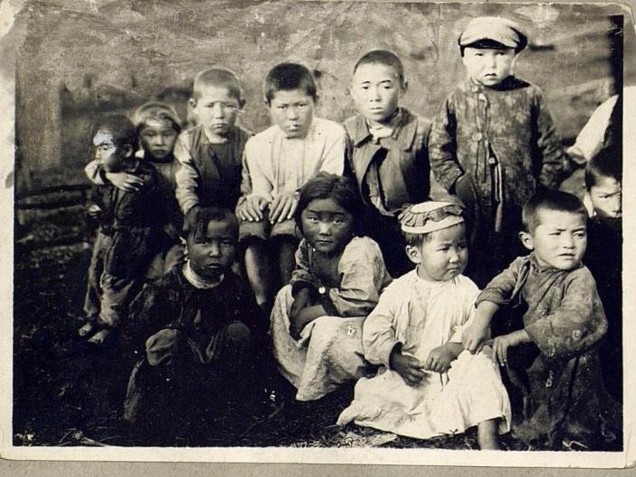 Kazakhs Enfants Semipalatinsk Portrait Kazakhstan XIXème XXème siècle 19ème 20ème Photographies Histoire Société