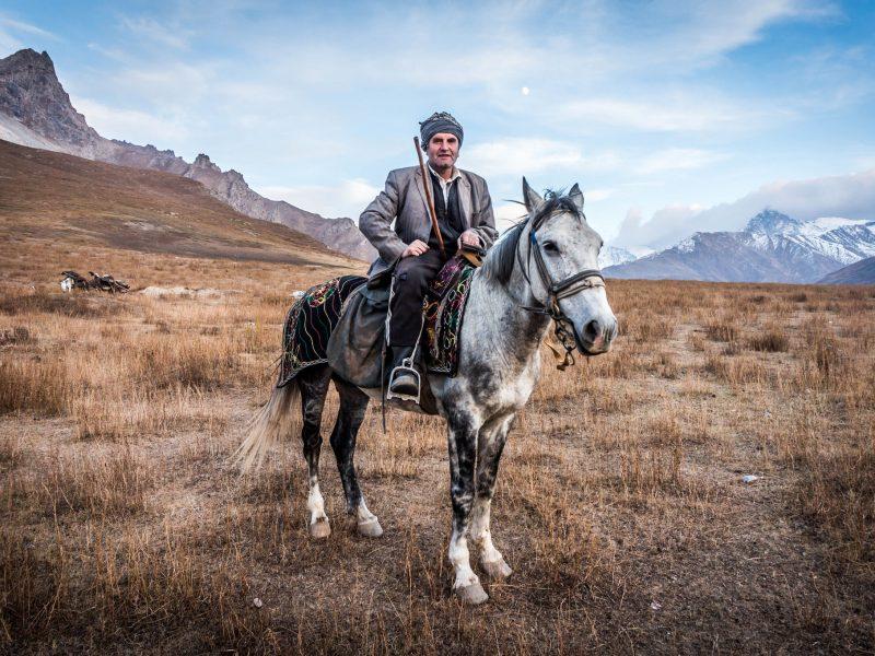 Feda conduira ses moutons pendant deux mois à travers le rude paysage montagneux du Tadjikistan, depuis Aïni au nord jusqu'à Shartouz, près de la frontière afghane.