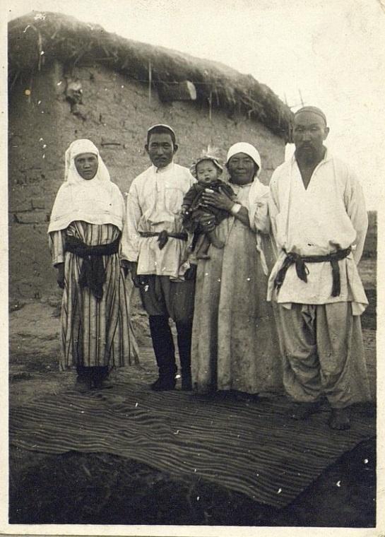 Kazakhs Semipalatinsk Portrait Famille Kazakhstan XIXème XXème siècle 19ème 20ème Photographies Histoire Société