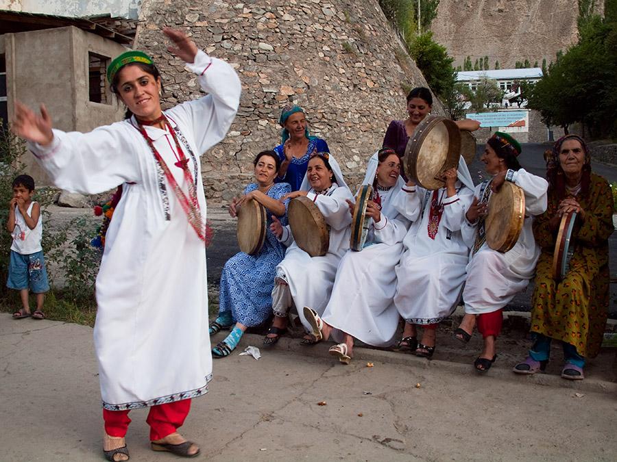 Femmes Tadjikistan Société Vie quotidienne charge responsabilité Mariage