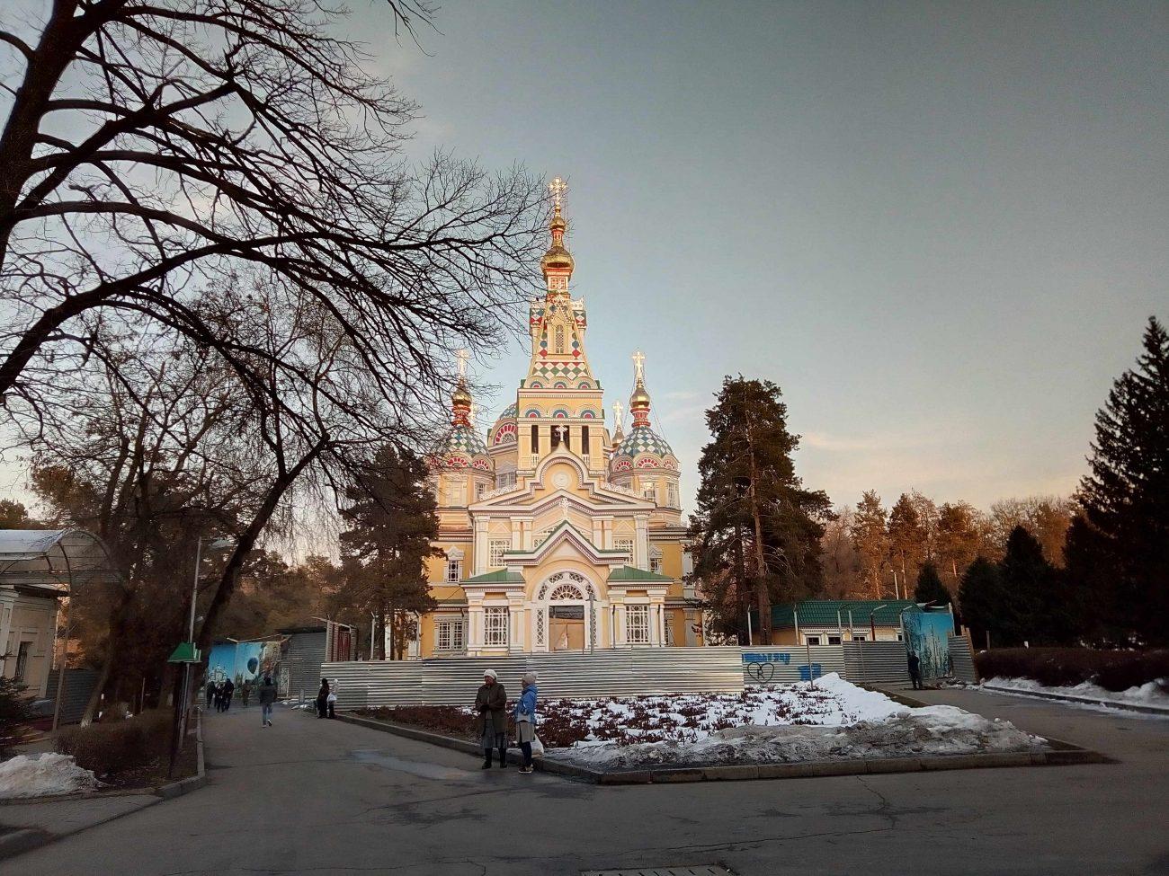 Hiver Printemps Panfilov Almaty Kazakhstan Photo du Jour