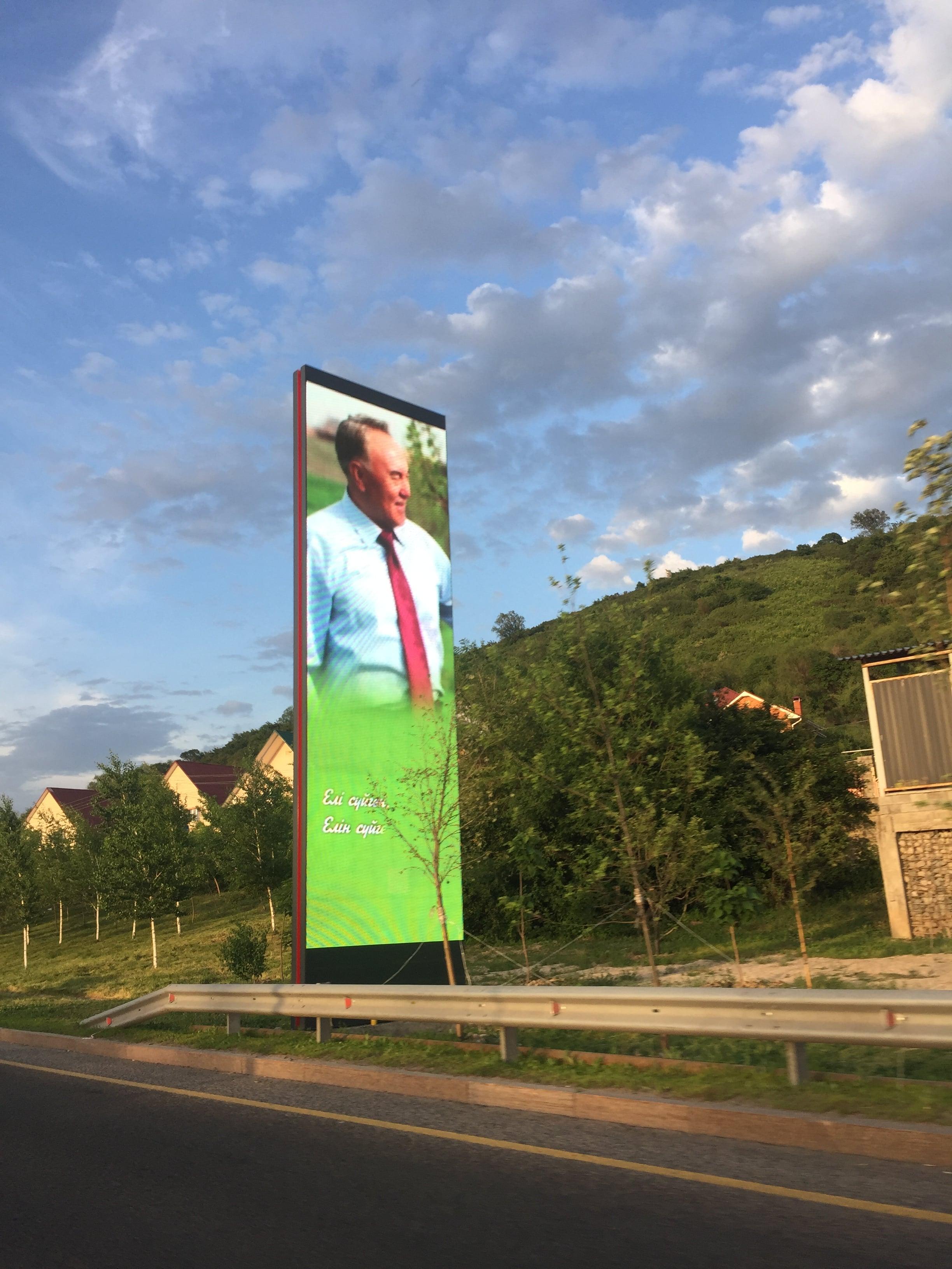 Nazarbaïev Affiche Successeur