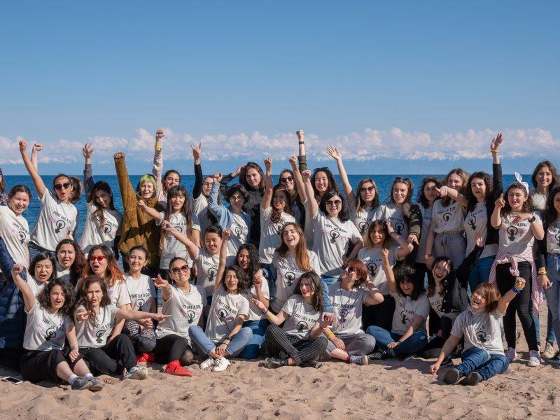 Participants Camp Pose Lac Kirghizstan